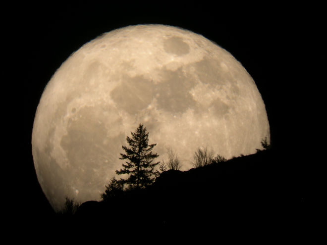 super-moon-2011-tim-mccord-entiat-wash.JPG