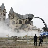 13+1 pusztító hazugság - 3. Európában üldözik a kereszténységet