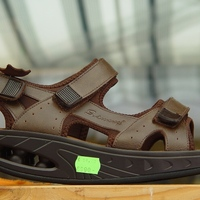 Kínai gördülő talpú cipők Siófokon