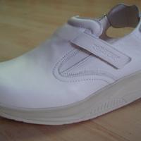 Gördülő talpú cipők orvosoknak, nővéreknek, egészségügyi dolgozóknak