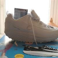Vörösbor Skechers cipője