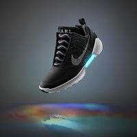 Itt az önbefűző cipő