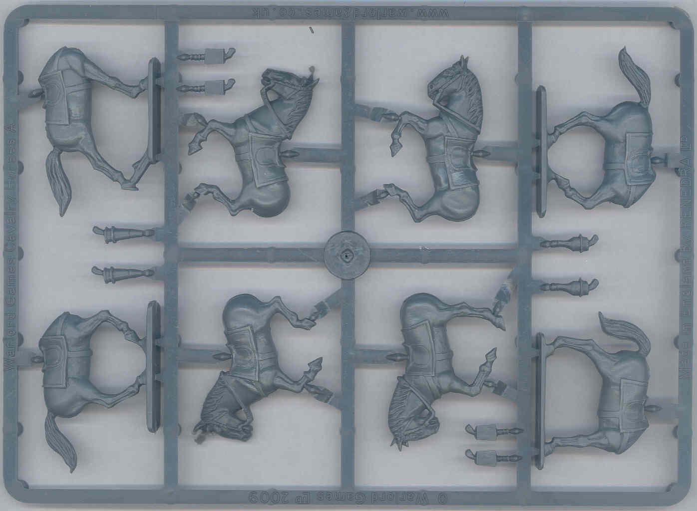 Hátas keret. Nem túl nagy a választék négy ló ugyan de csak kettő póz. A felek szerencsére kompatibilisek egymással valamivel több így a variáció.