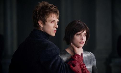 9591051317 A képeken a volturi tagjai láthatóak, Alice, na meg a hattérben Edward is=)