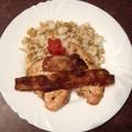 Csirkemell roston bacon bundában hagymás rizzsel