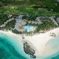 Egyszerűen elképzelni sem lehetne szebbet. Mauritius keleti partján található LUX Belle Mare 5*-os luxus szállodát a hófehér homok borította partja, az Indiai-óceán csillogó, türkizkék vize valamint a zöld szebbnél-szebb árnyalatában pompázó parkja teszik feledhetetlen szépségűvé. Fantasztikus kedvezmények! Legalább 7 éjszaka tartózkodás esetén most akár 50%-os kedvezmény, az utazás időszakától és a tartózkodás hosszától függően! Nászutasok figyelem!  2018. szeptember 8 -október 15-ig történő utazásokra, félpanziós ellátással, 2 felnőtt tartózkodás esetén, retúr privát transzferrel, Junior Suite-ben, 45%-os nászutas kedvezménnyel már 513.000 Ft/ fő / 7 éj ártól (+ repülőjegyek) foglalható. A resort nem csak a nászutasokra gondol! 40%-os kedvezményt biztosít a nem nászutasok részére is! Teljes panziós vagy All Inclusive ellátás felár díja ellenében igényelhető!  Az ajánlat részleteiről érdeklődjön kollégáinknál!