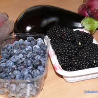 A hét színe a piacon: fekete és lila