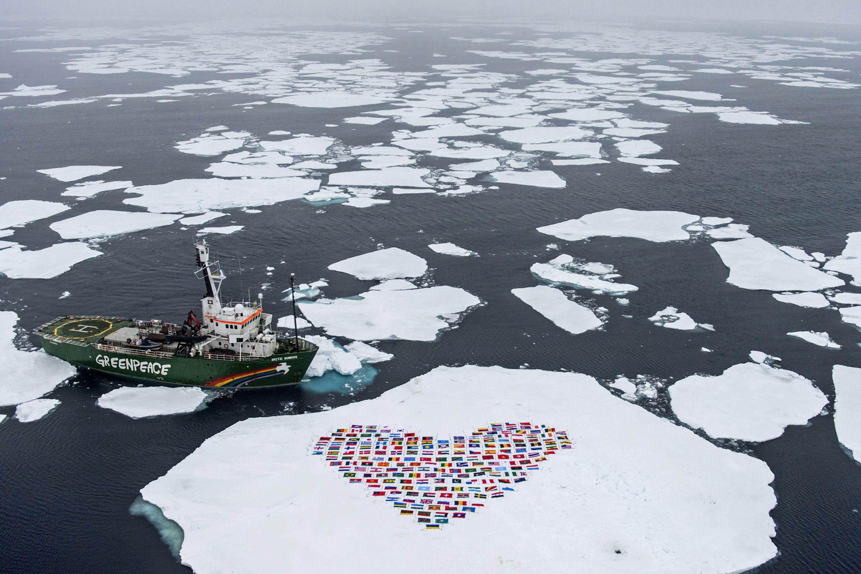 arctic-ocean-greenpeace-heart_gre01_31416721.jpg