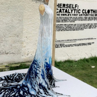 Légtisztítós ruhaköltemény a báli szezonra - porlasztott betonból