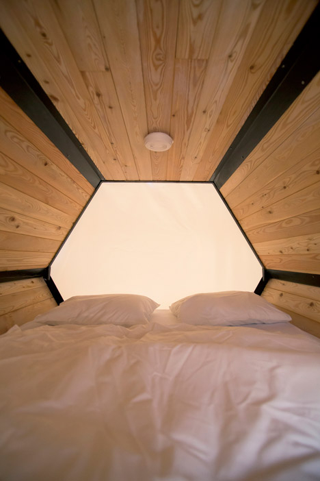 B-and-Bee-stackable-sleeping-cells-for-festivals_dezeen_468_15.jpg