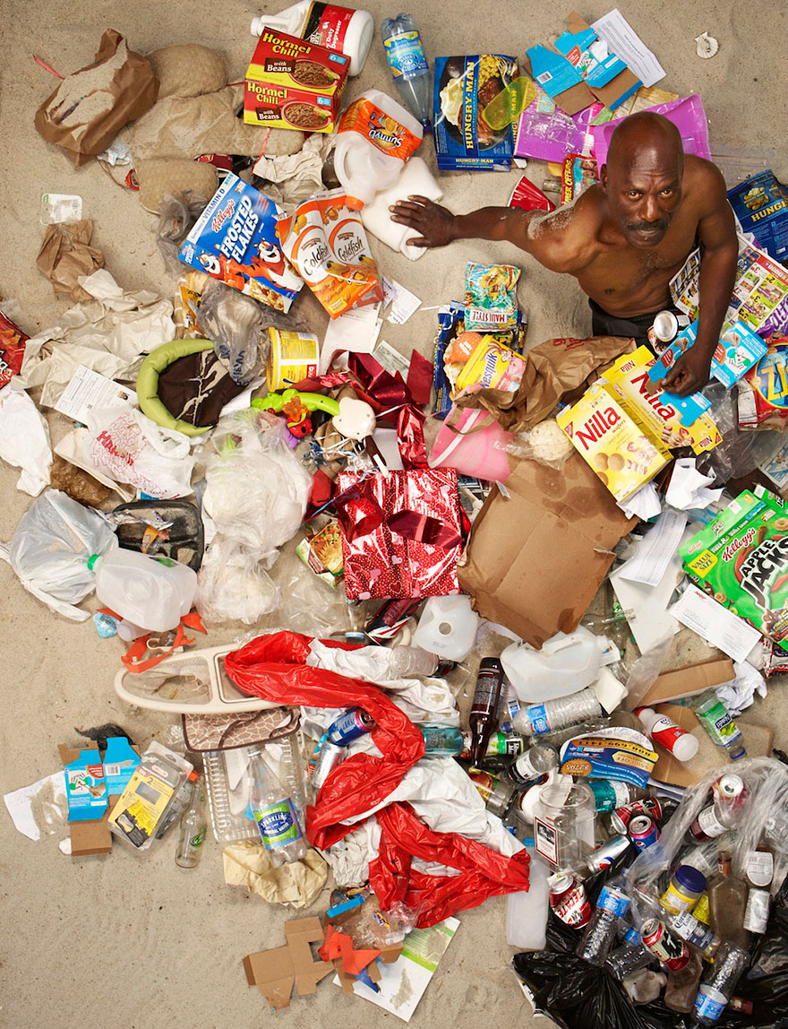 7-days-of-garbage-environmental-photography-gregg-segal-5.jpg
