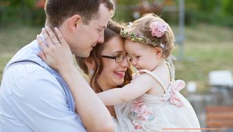 Borozós, grillezős, gyerekes lazulás: Adri és Papa esküvője