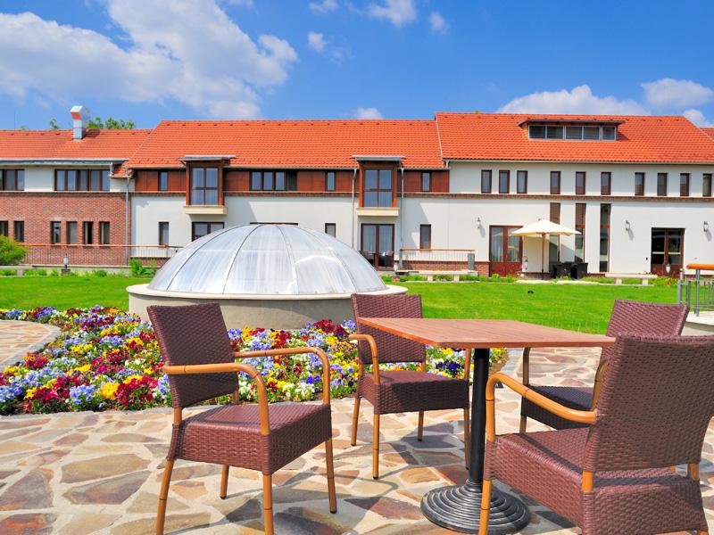 crocus-gere-hotel-belso-udvar-11.jpg