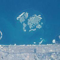 Így épülnek Dubai új Világ-szigetei