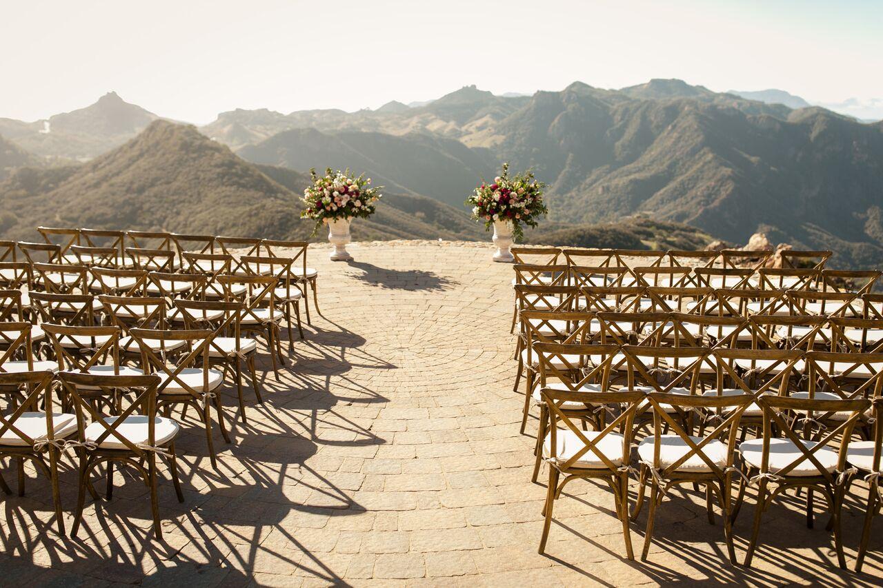 © CHARD Photography / The Elegant ninja esküvőszervező / Poppy Design Co virágos