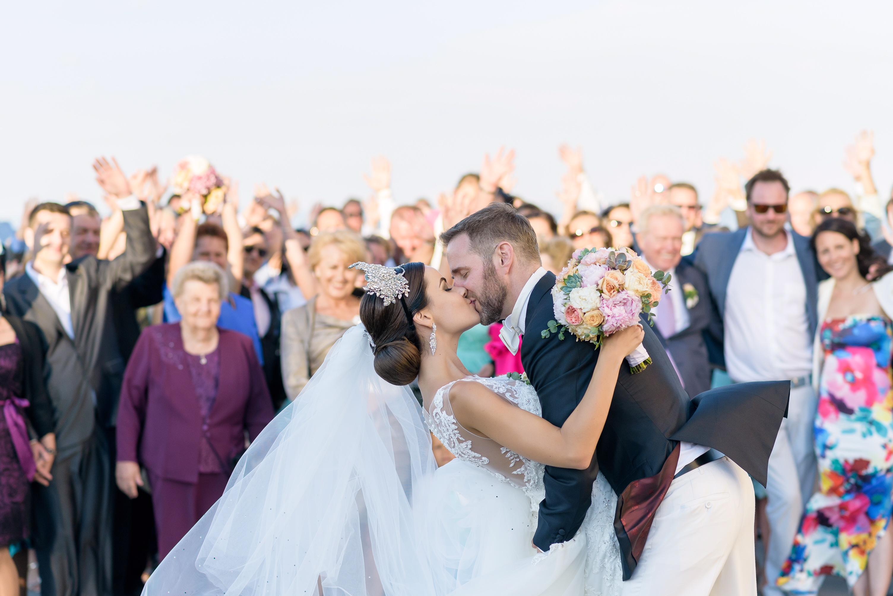 © Proksa Szandra / VAMOS Wedding Photography / Balatoni Esküvő by Ottilia