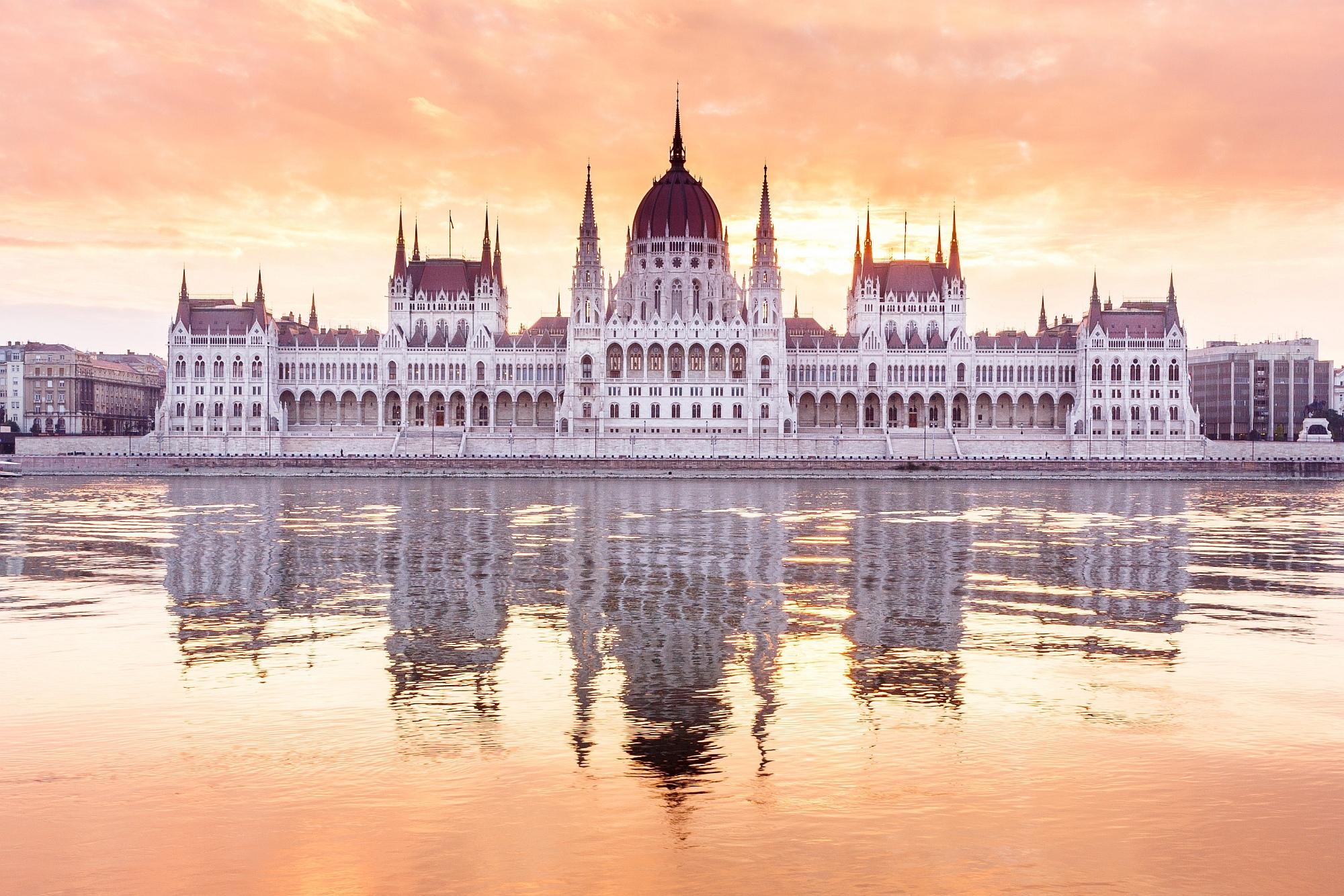 budapest-parlament-2324454430.jpg