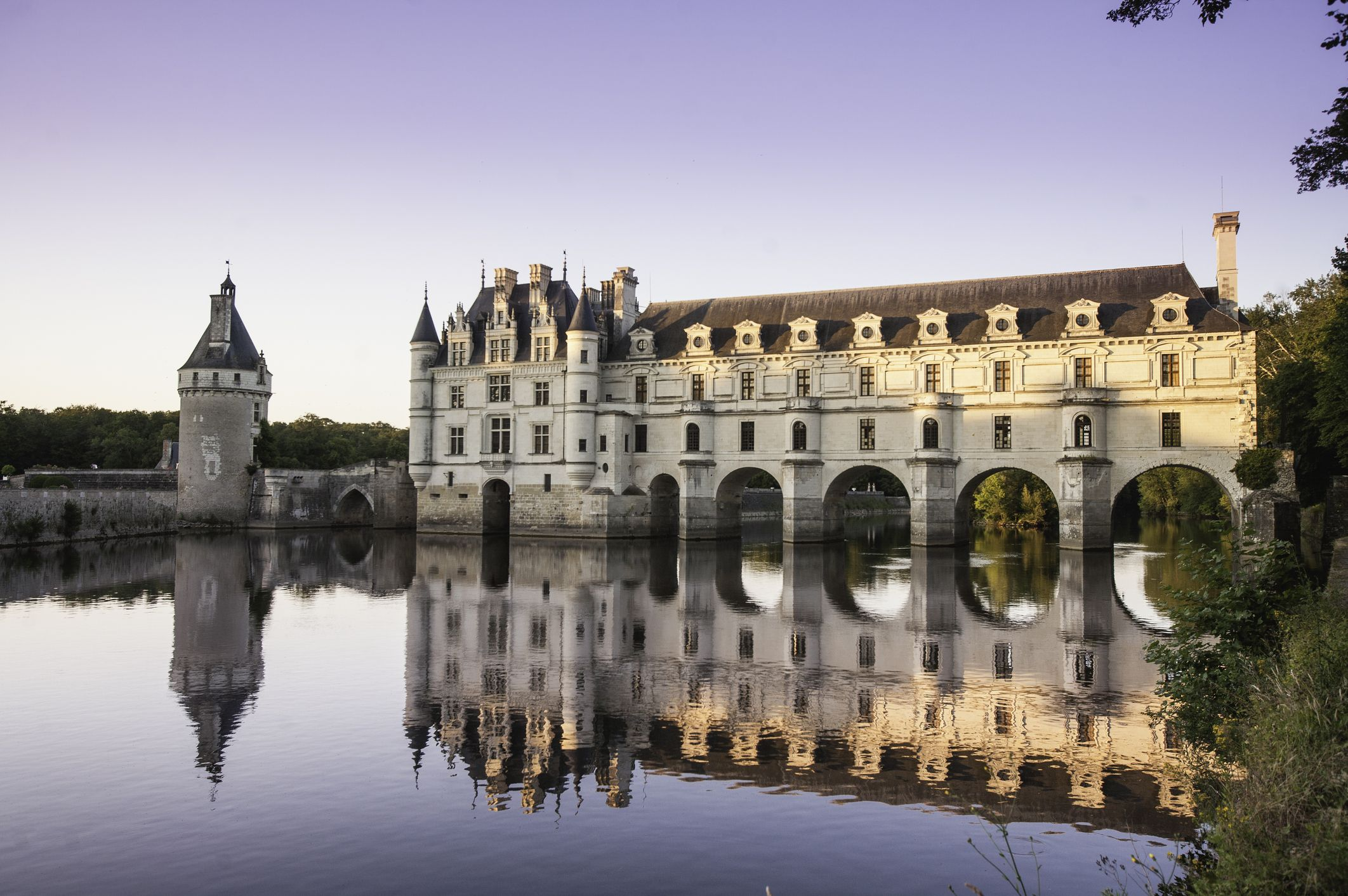 chateau-de-chenonceau-glowing-in-the-sunset-loire-royalty-free-image-1607544630.jpg