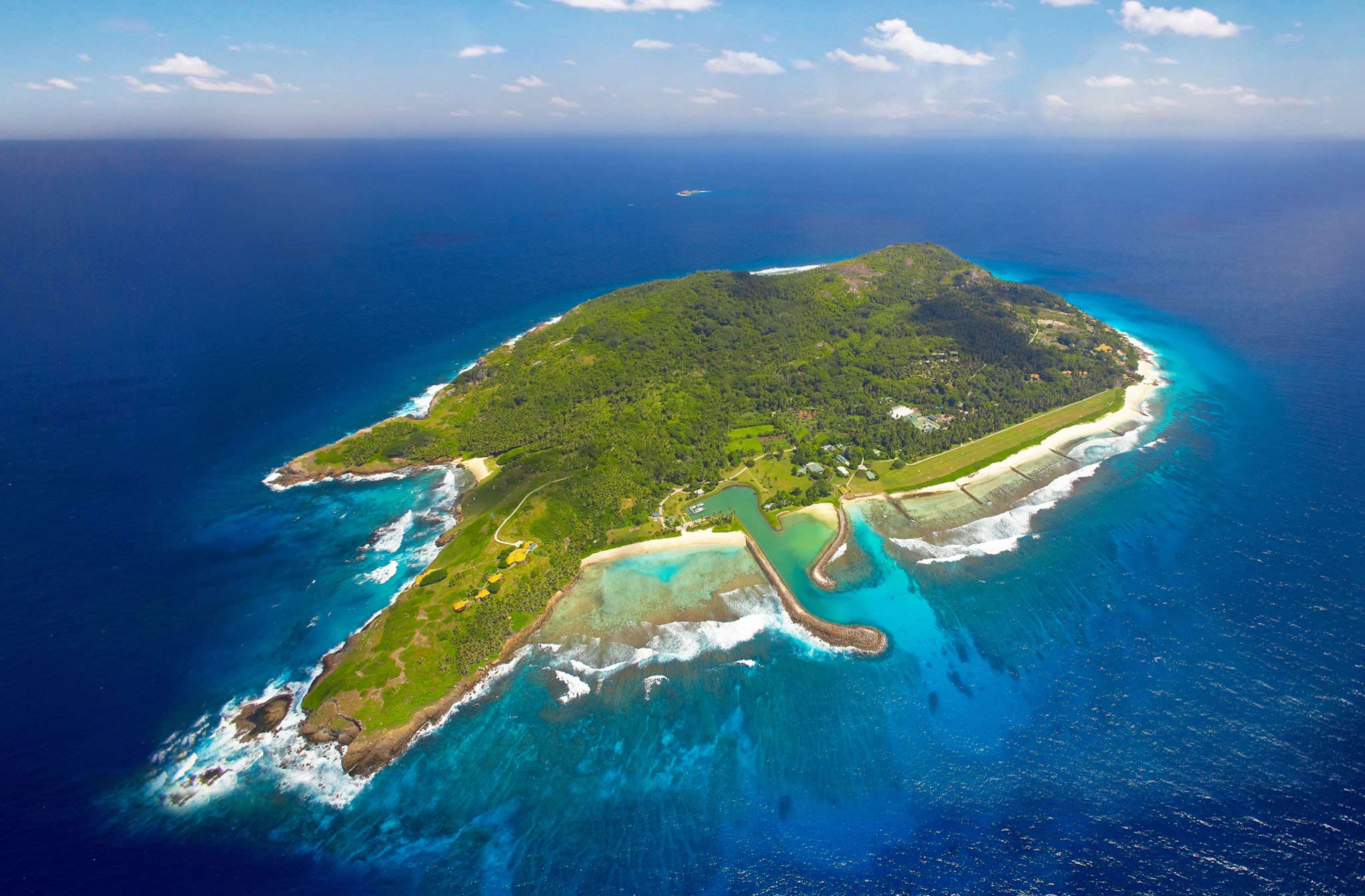 exotic-private-island-that-has-a-gorgeous-landscape-that-seems-so-awesome-because-the-location-in-the-center-of-the-beach-and-also-the-fresh-nuance-of-the-island-is-to-be-an-interesting-things.jpg