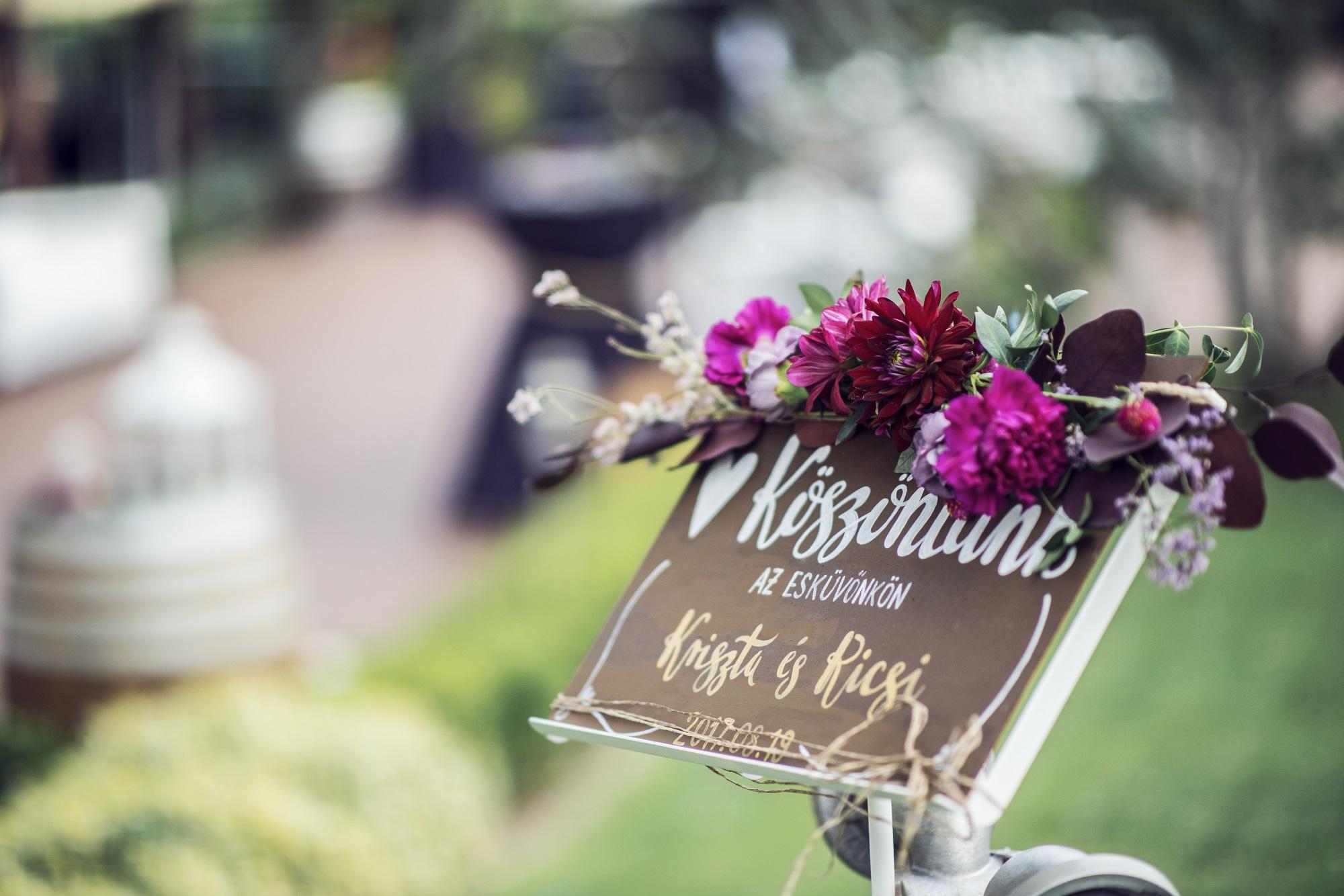© Vivien Naomi Photography / Sugar Flower dekoráció / Török Móni smink