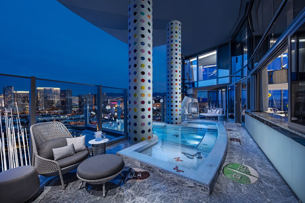 palms-casino-resort_clint-jenkins_2019_balcony-_-pool.jpg