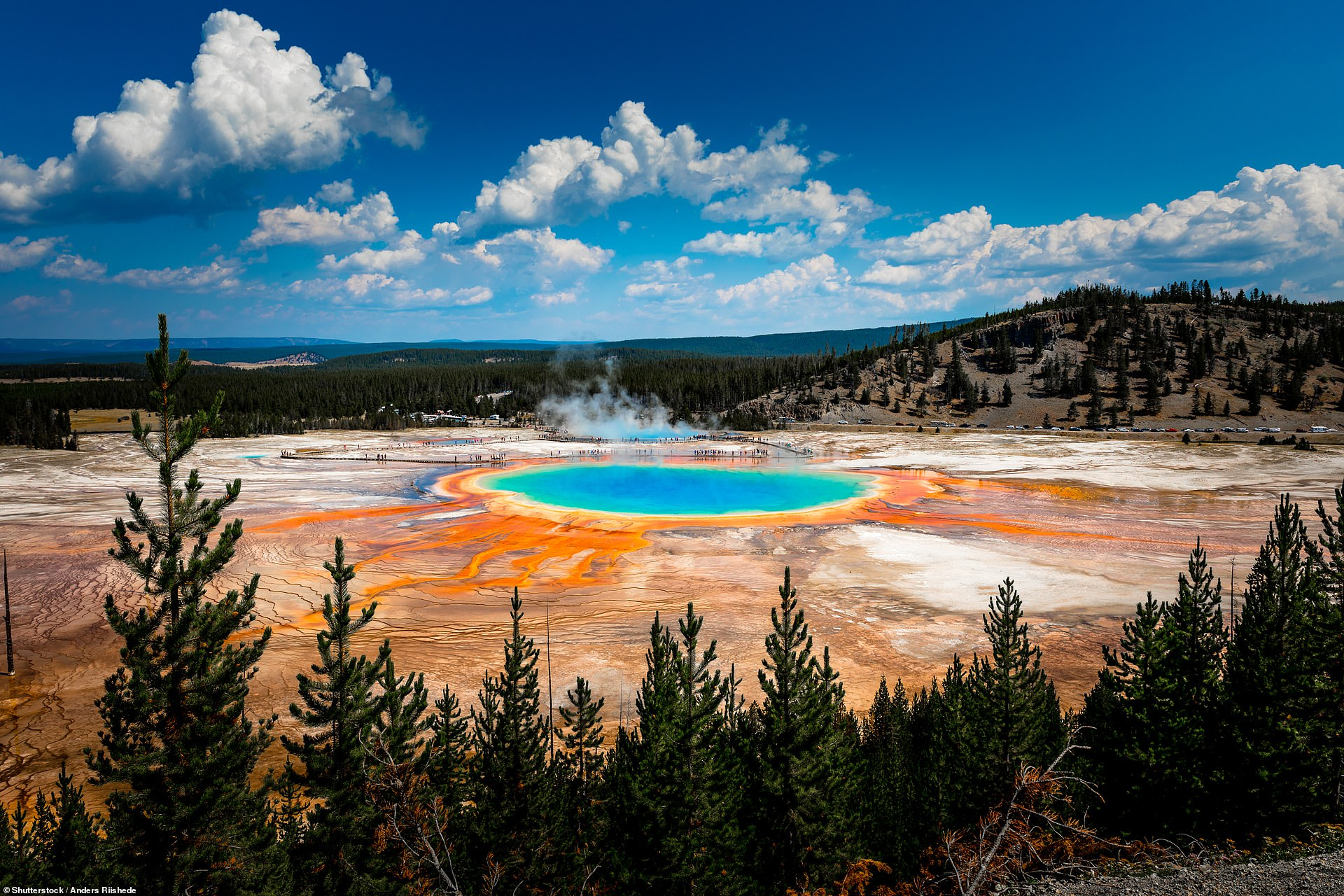 yellowstone_national_park_in_wyoming.jpg