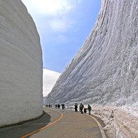 Hihetetlen látvány: 20 méteres hófalak Japánban