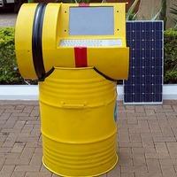 Napelemes számítógép munkaállomás olajoshordókból