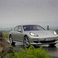 Jövőre jön a Porsche új hibridje, a Panamera