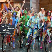 Meztelen biciklisták