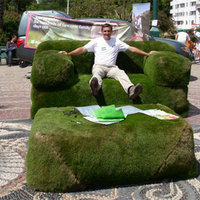 Székek és kanapék fűből