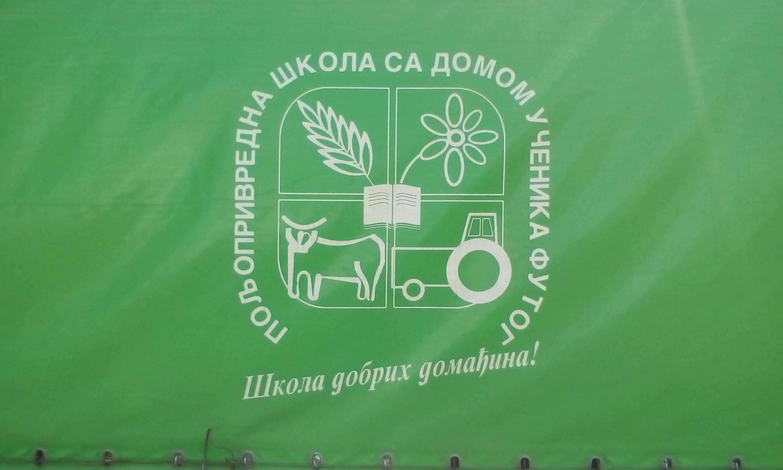 A futaki iskola címere