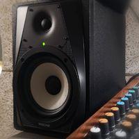 Technika a Grundon – monitor hangsugárzók