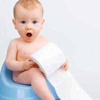 Újszülöttek pelenka nélkül? – 3 módszer a nagyvilágból