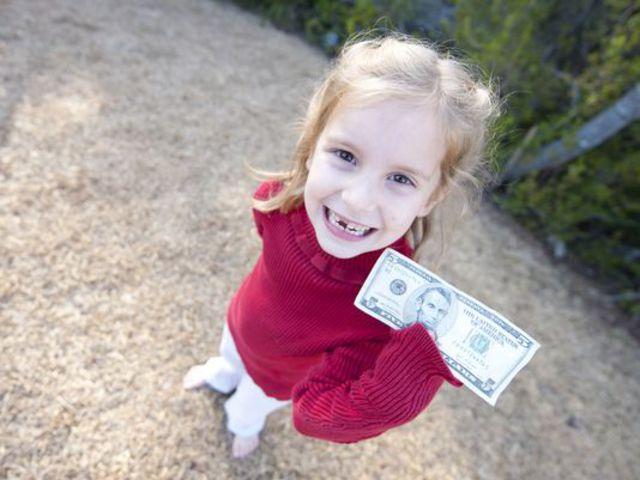 Pénzkereseti lehetőség 8 éves kor alatt - avagy kilenc fogtündér hagyomány a nagyvilágból
