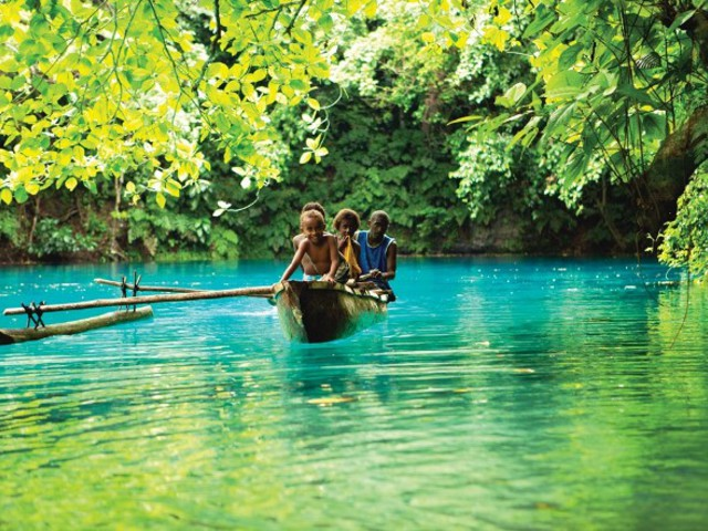 """""""Szőkék legelébb, aztán feketék"""" – Utazás a Salamon-szigetekre"""