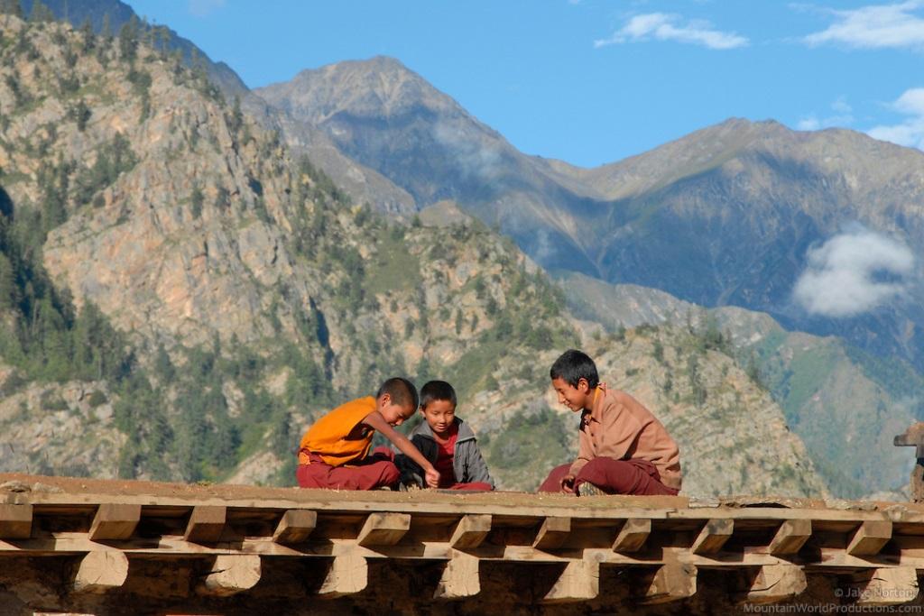 30_nepal_monks.jpg