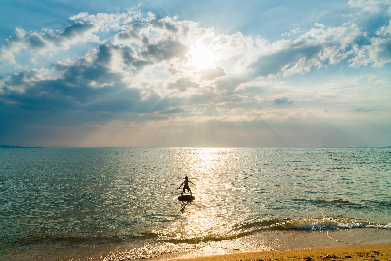 48_boy-beach-pixabay.jpg
