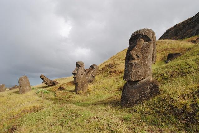 56_rano-raraku-moai.jpg