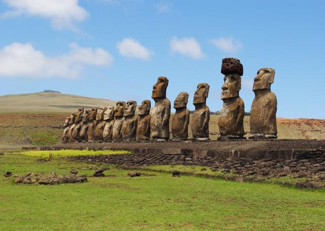 56_tongariki-15-moai-statues.jpg