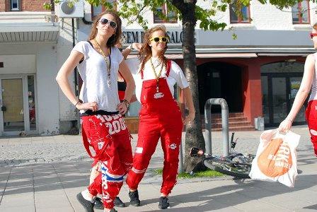 64_russ_parade4.jpg