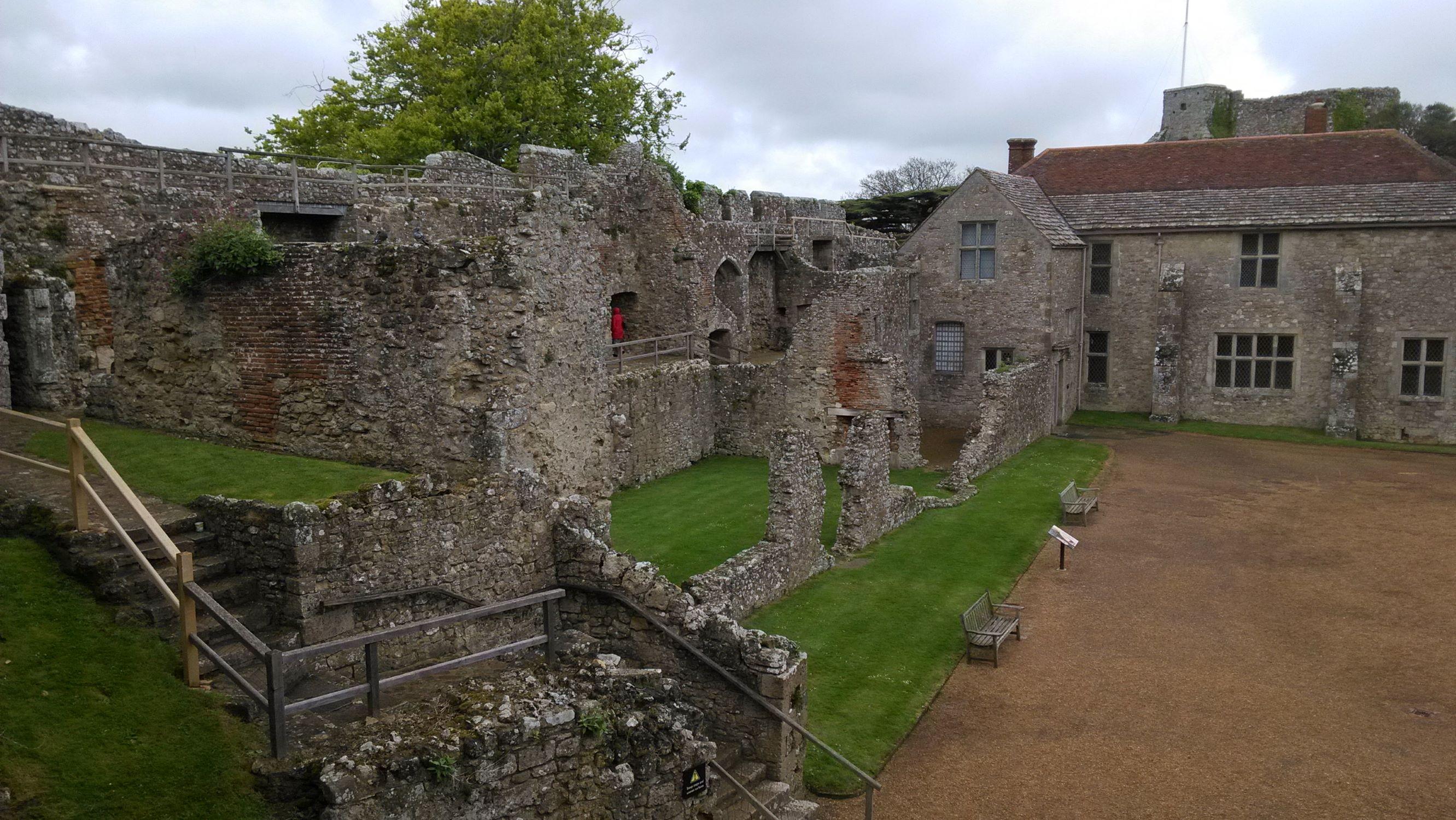 A vár ma már kissé romos