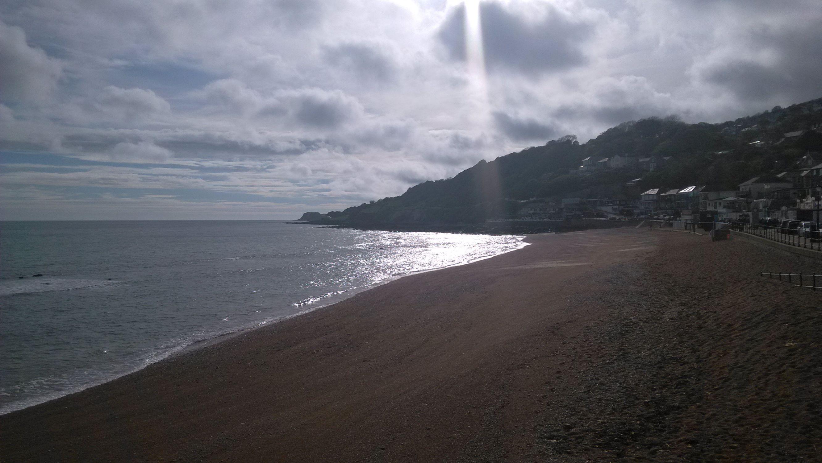 Naplemente a ventnori tengerparton