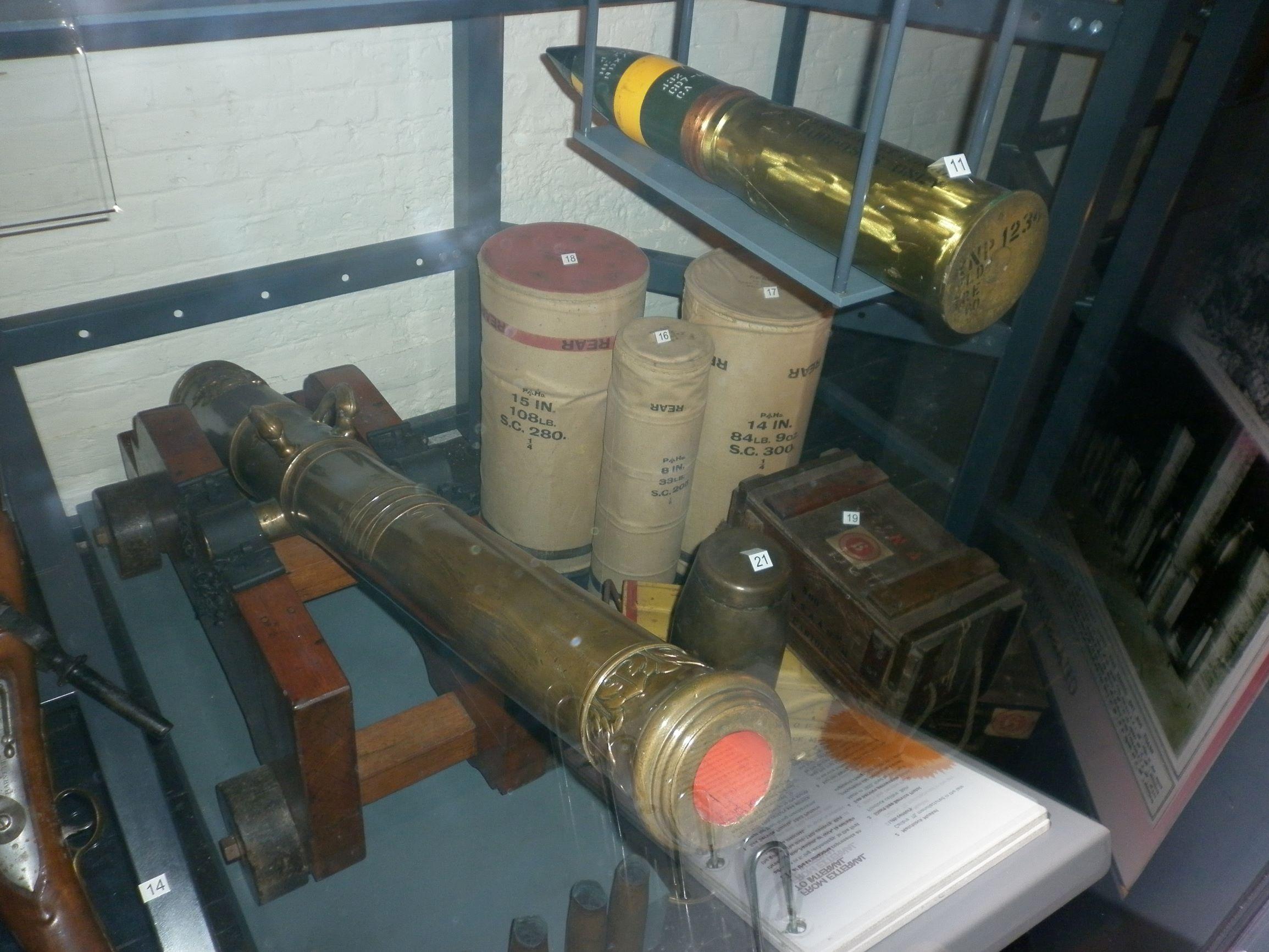 Érdekes volt a középkori ágyú meg a modernebb lőszer együttese