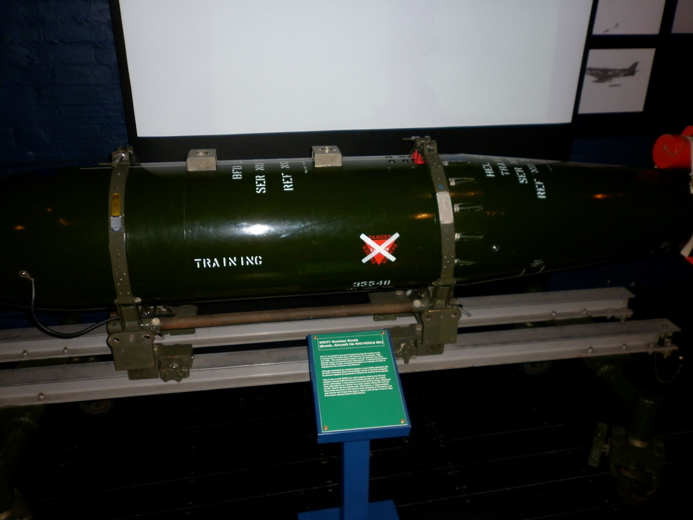a WE177, a brit nukleáris fegyverzet újabb fejezete