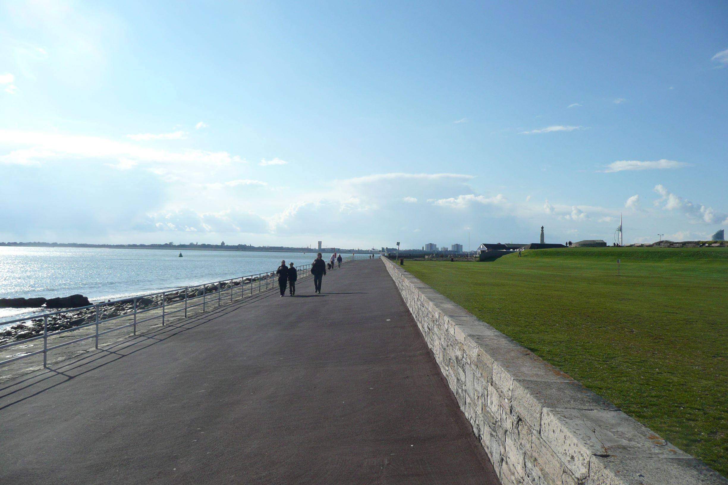 A tengerparti sétány a Clarence Piertől Southsea váráig