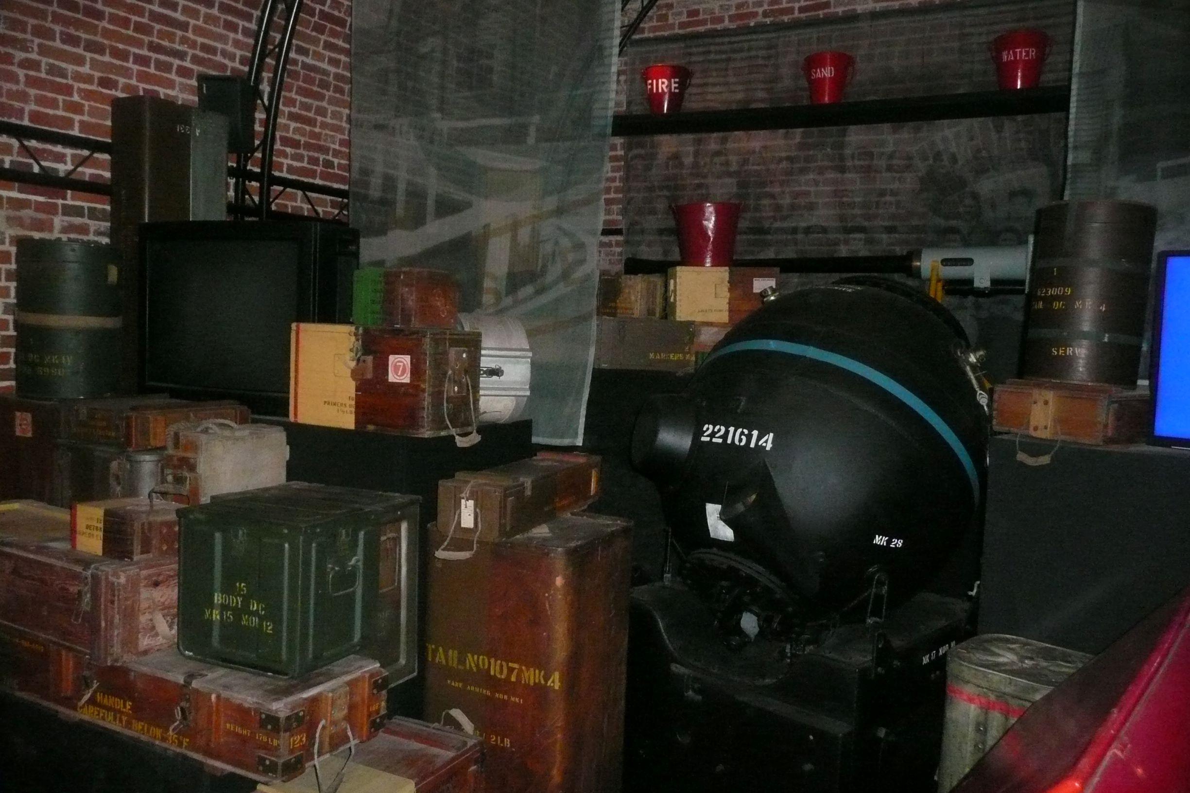 lőszer és robbanóanyagok garmada