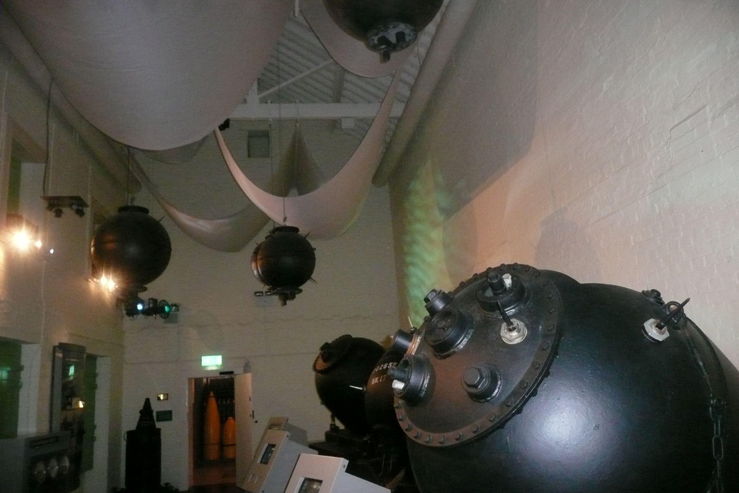 Tengeri aknák - előttük az interaktív ismertetők