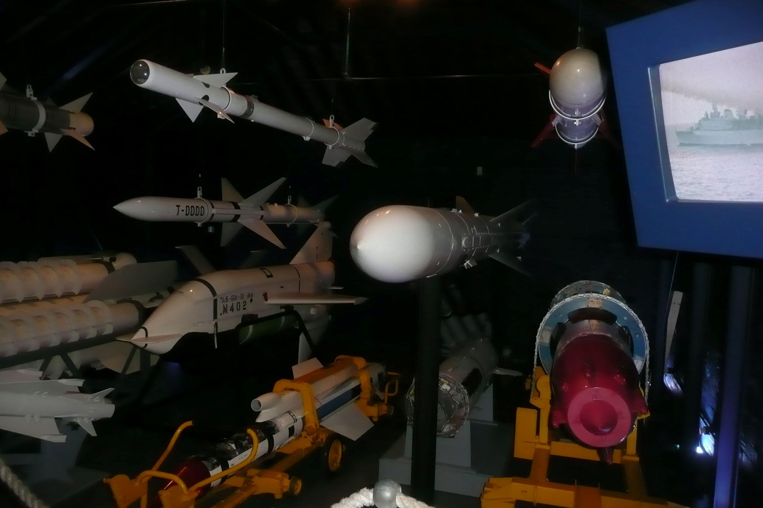 rakéták a mennyezetről lógatva:-)