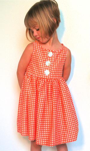 546a3a359b A narancssárga kockás kisruha gyerekkoromat idézi, ezért rögtön a szívembe  zártam, az meg lenyűgöző számomra mndig, amikor szürke ruhát tudnak vidámmá  és ...